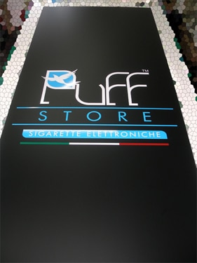 cartello pubblicitario da muro puff store